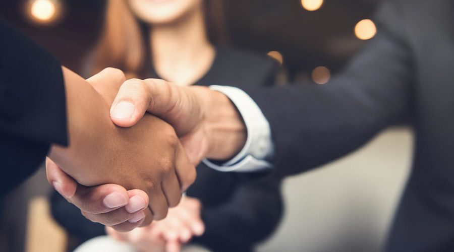 people-agreeing-on-a-merger-clause